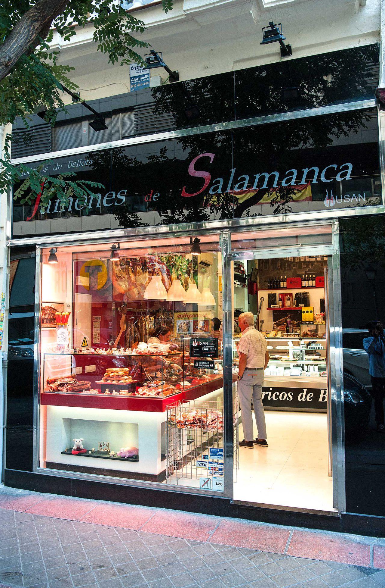 Nº 13. jamones husan   Tlf. 915 75 35 97 / jamoneshusan.com  (Princesa, 25 / Tlf. 915 47 80 54)