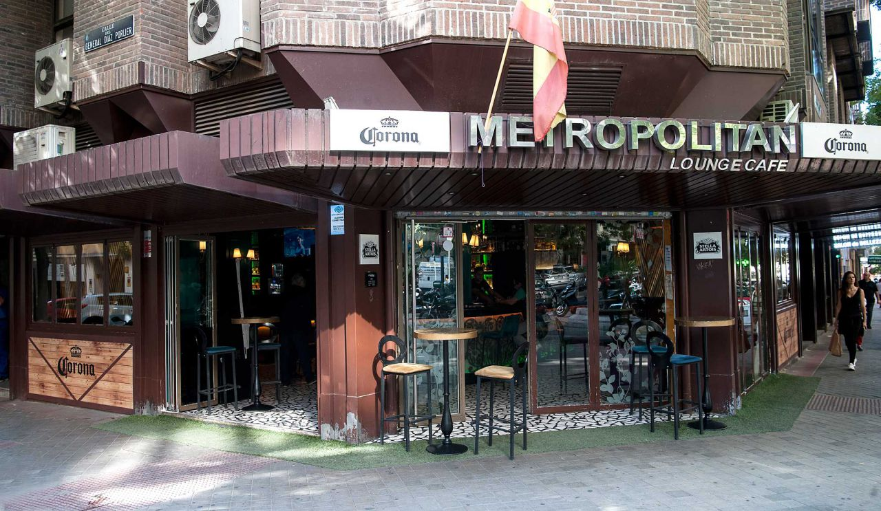 Nº 43. metropolitan lounge café   Facebook: metropolitloung E-mail: metropolitanloungecafe@gmail.com