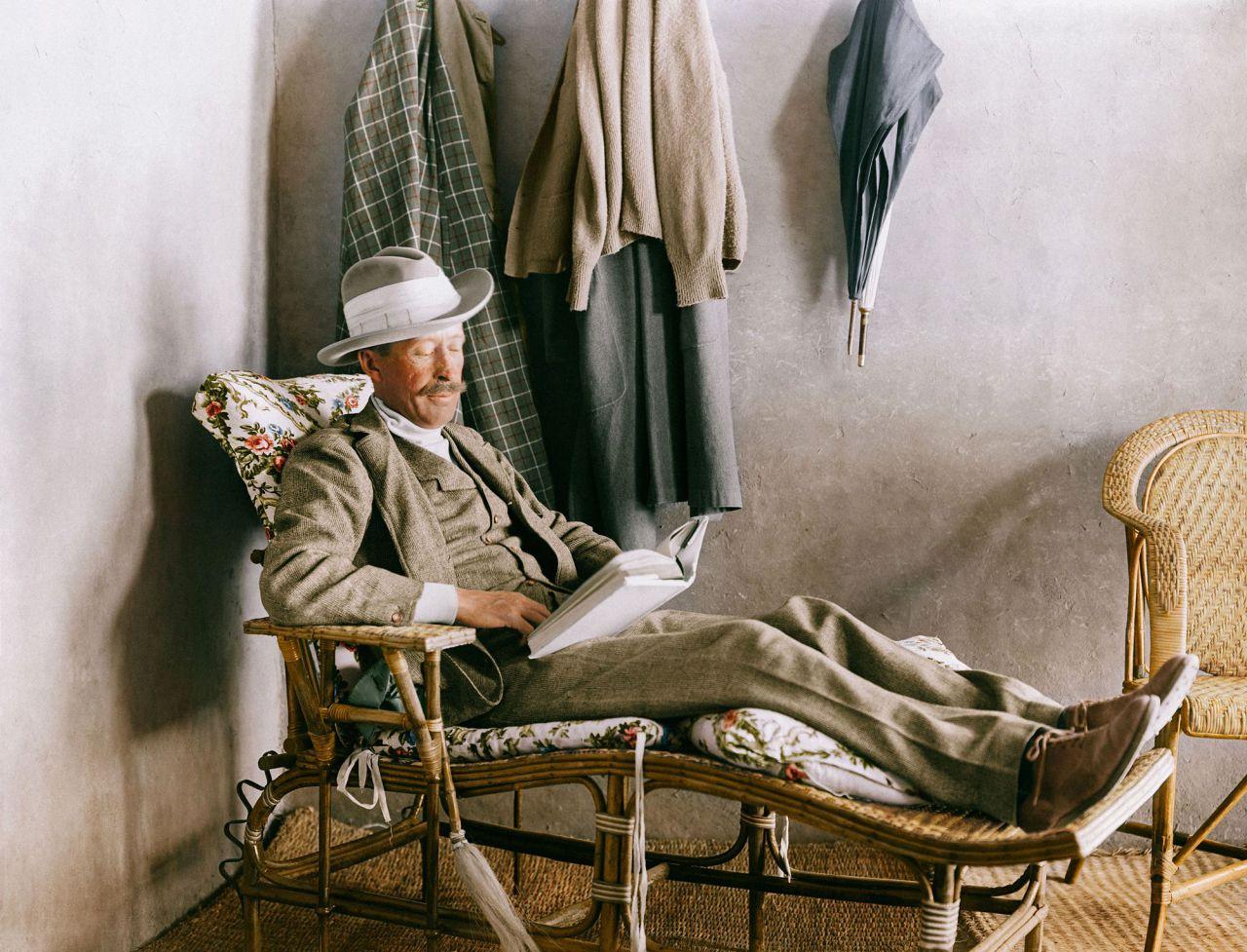 Lord Carnarvon en casa de Howard Carter durante un descanso del trabajo.