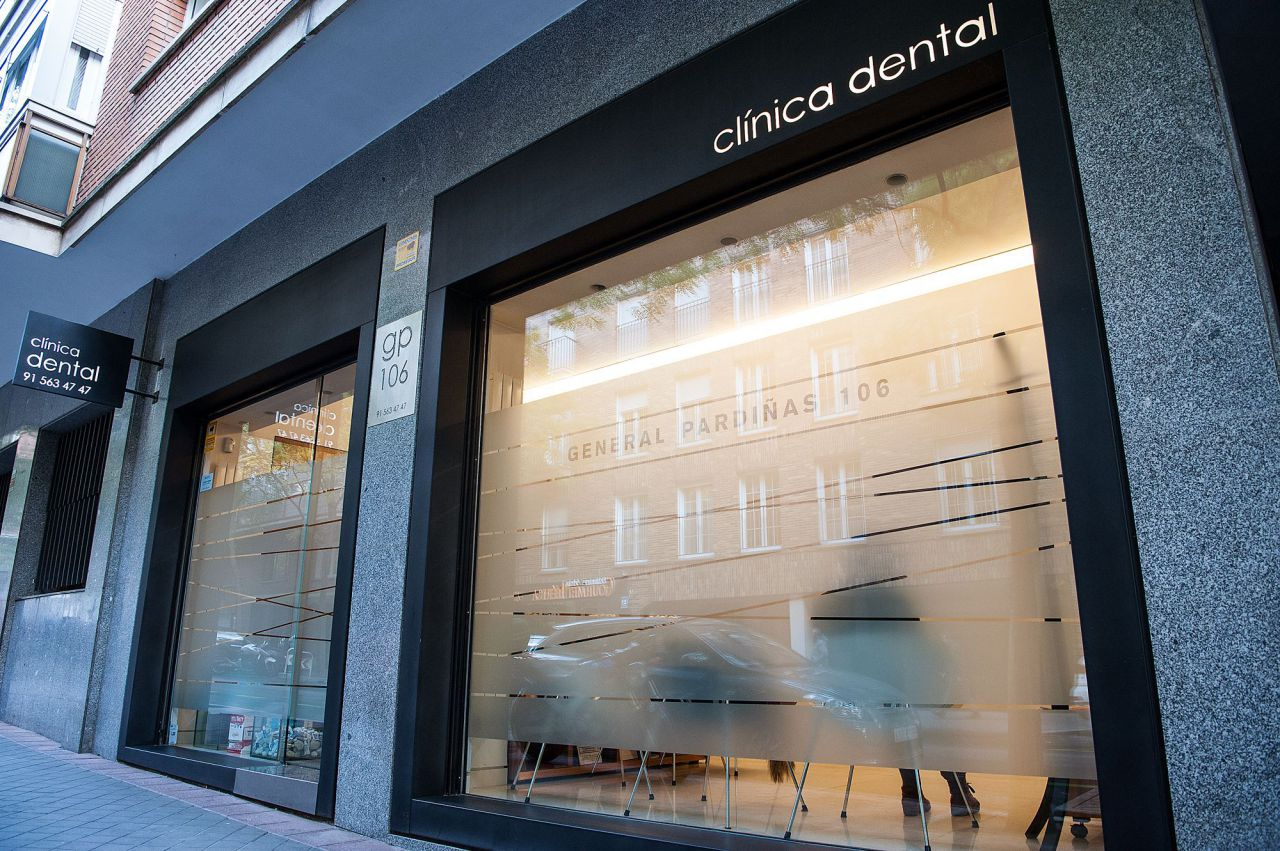 Nº 106. Clínica Dental General Pardiñas. 915 63 47 47 www.clinicadentalgp.com