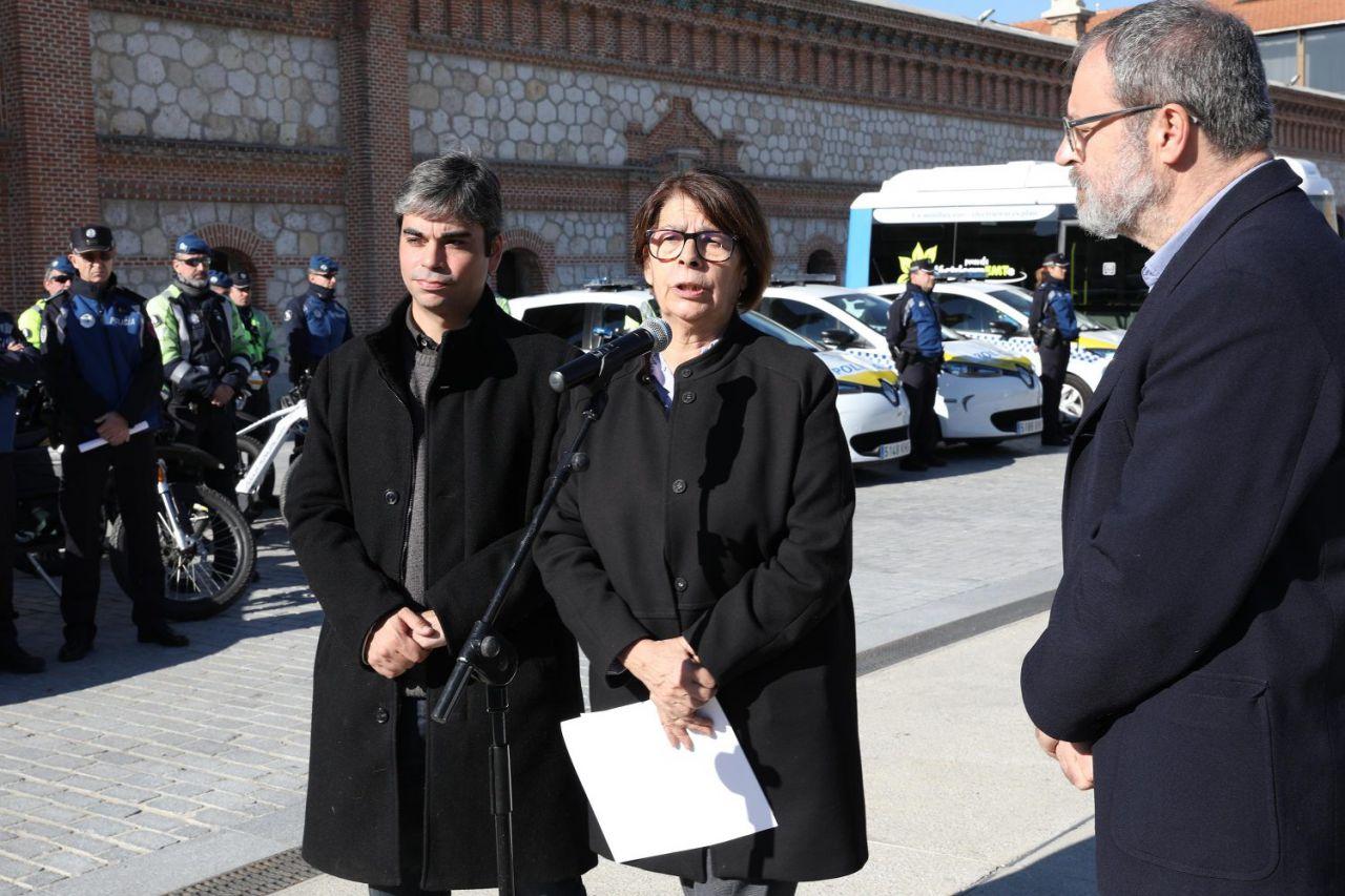 La delegada de Medio Ambiente y Movilidad, Inés Sabanés, presentó la nueva flota de vehículos.