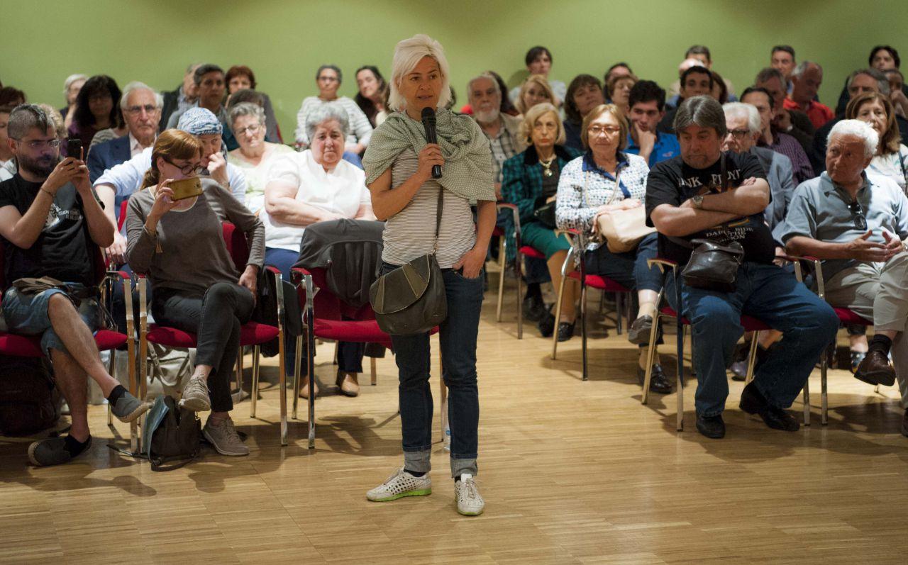 Numerosos vecinos tomaron la palabra para intervenir en el encuentro.