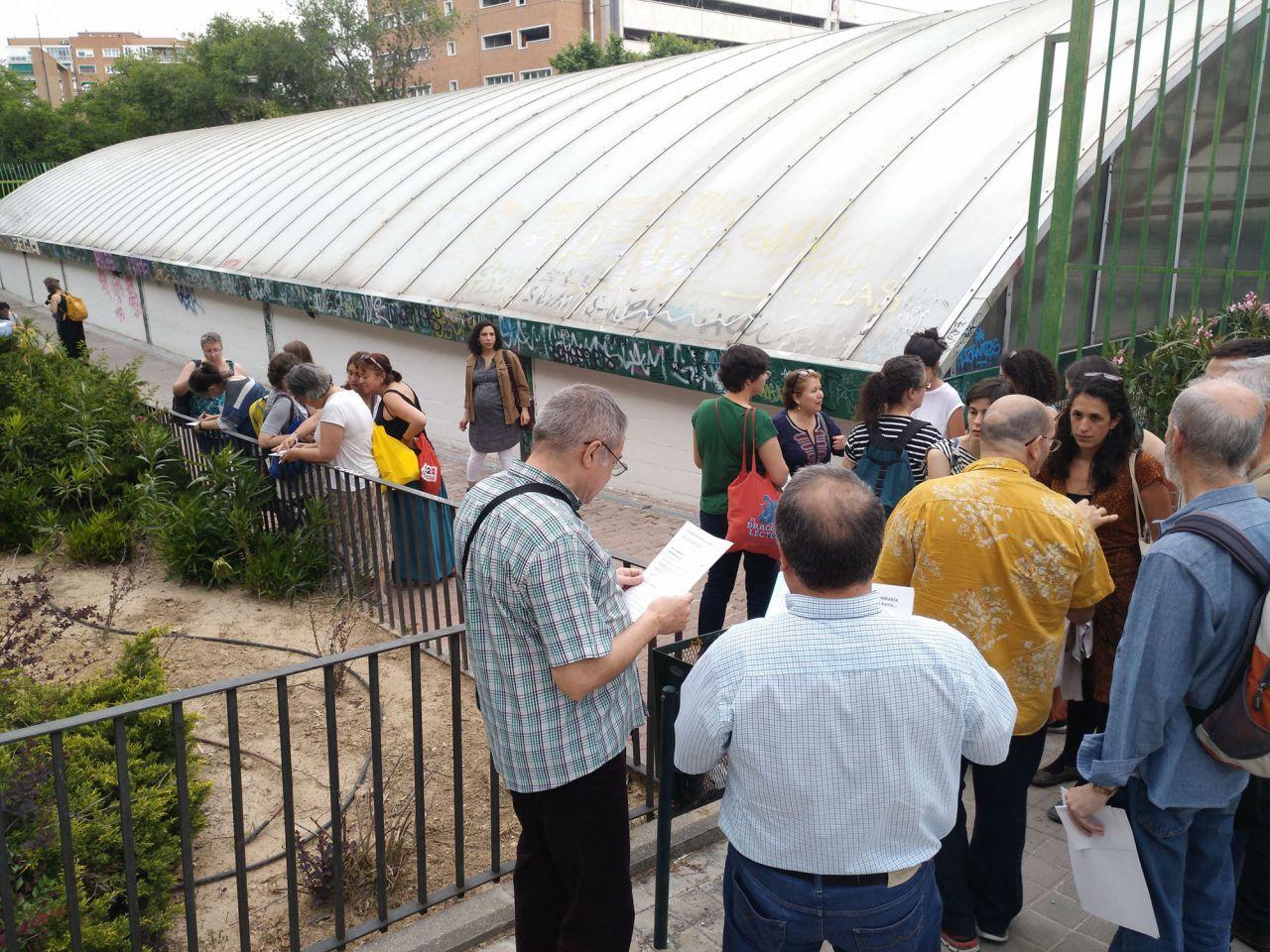 Imágenes de las dos primeras reuniones con vecinos de emPLÁZAte, con visitas a las cuatro plazas a remodelar.