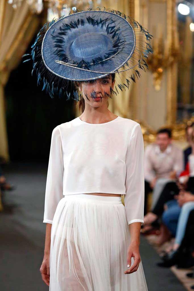Diseño de sombrero de By Loleiro de la colección de novias 2020 en Atelier Couture 2019