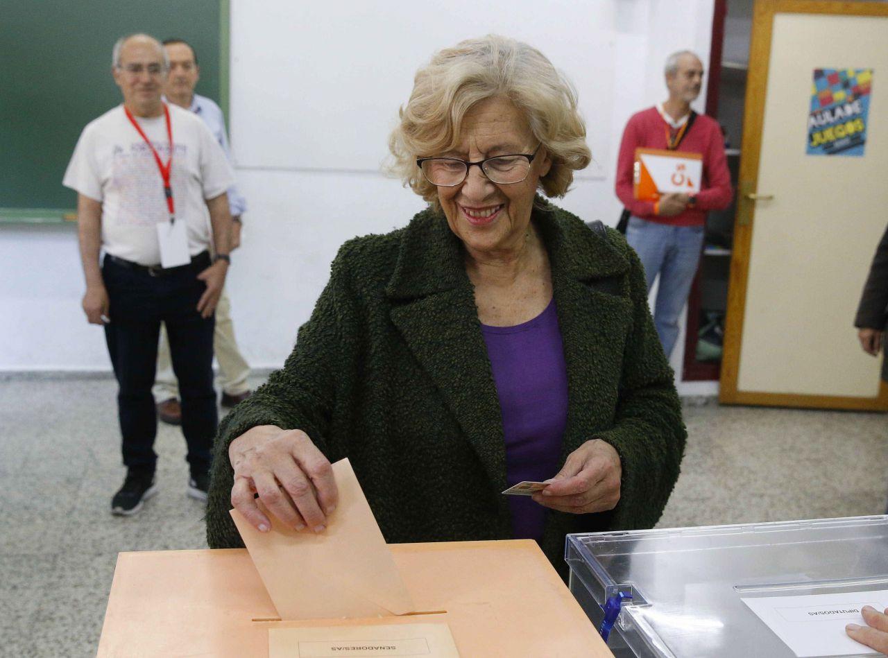 Manuela Carmena votó en el IES Conde Orgaz