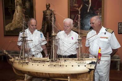 Un vecino de Villaverde dona un barco al Museo Naval