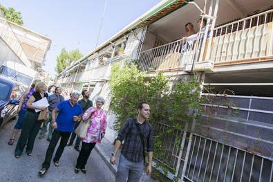 Manuela Carmena visita su barrio, Hortaleza
