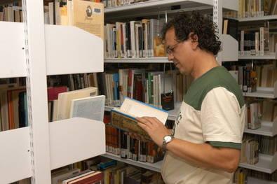 Intento de reabrir la biblioteca de Caja Madrid en Canillas
