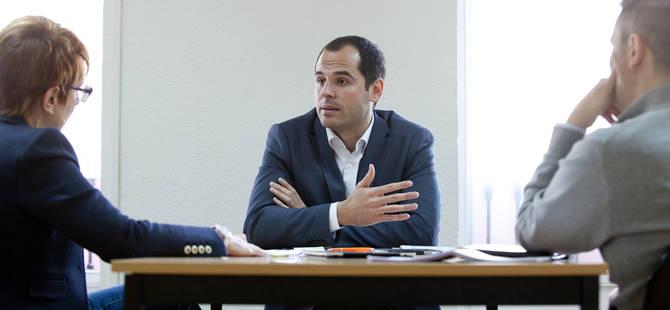 Ignacio Aguado en entrevista con Gaceta Local en la campaña electoral. (Foto: Miguel G. Rodríguez)
