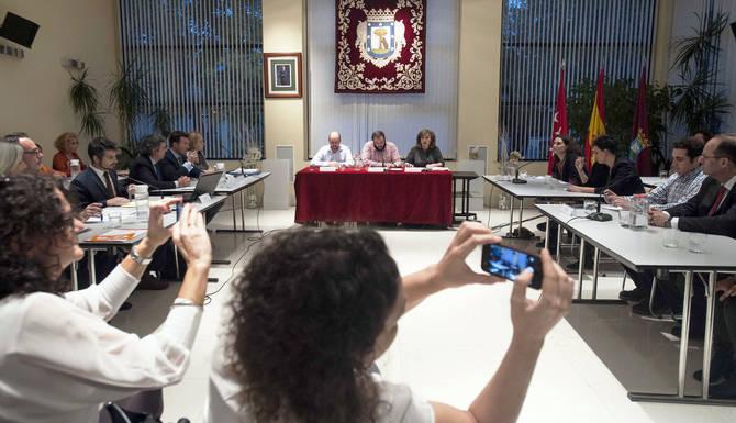 El Pleno de constitución de la Junta de Hortaleza fue presidido por Guillermo Zapata.