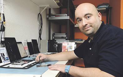 Reparación de ordenadores portátiles, 'smartphone' y tablets, en Mar de Cristal