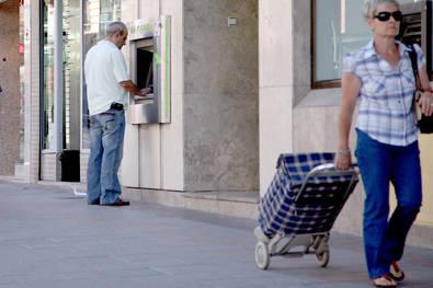 Los cajeros escapan a la tasa