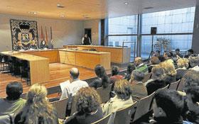 """""""El salón de Plenos solo es para actos institucionales"""""""