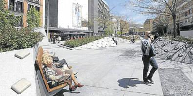 La mejora de la plaza empieza por los bancos