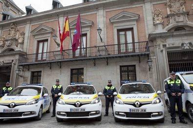 Cuatro coches patrulla más
