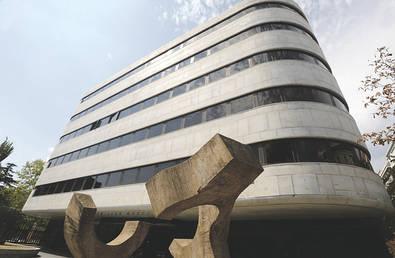 Centro de cultura y ocio, la Juan March desarrolla su actividad en el campo de la cultura humanística y científica