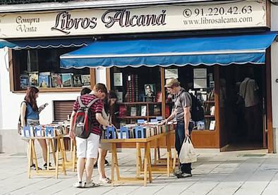 Librería Alcaná regala libros y fomenta el gusto por la lectura