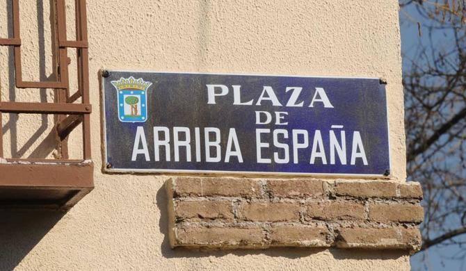 La plaza de Arriba España se encuentra en el distrito de Chamartín.