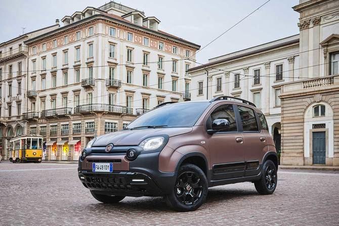 El Fiat Panda Trussardi 2019 nace como una serie especial, que busca ofrecer unos acabados 'premium', de la mano de la casa de moda italiana  Trussardi y bajo la supervisión del Fiat Style Center.