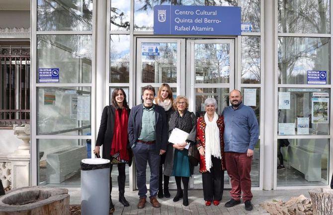 El centro cultural Quinta del Berro suma el nombre de Rafael Altamira a su nomenclatura, desde la semana pasada. La alcaldesa, varios concejales y la nieta del jurista acudieron al acto de homenaje.