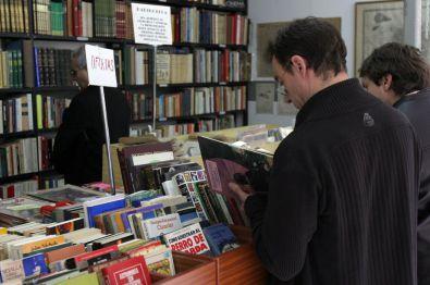 El placer de 'rebuscar' entre libros antiguos