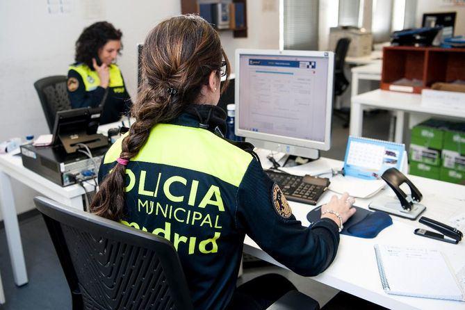 Agentes de la Unidad Integral de Policía Municipal del distrito de Salamanca detuvieron al presunto estafador.