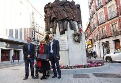 Carmena 'abraza' a la nueva Atocha