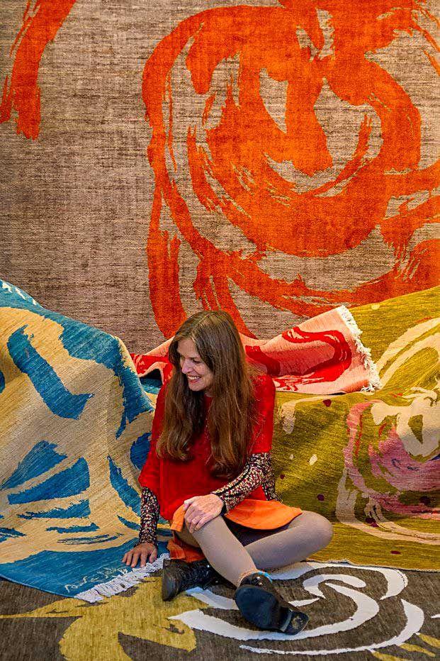 Ouka Leele diseña una colección de alfombras elaborada por tejedoras afganas