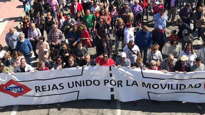 La cabecera de la manifestación por la movilidad de Las Rejas.