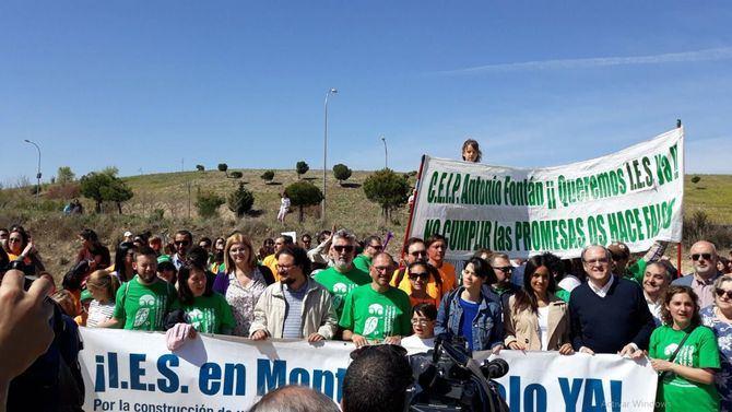 Serra, Villacís y Gabilondo prestaron apoyo a los vecinos en la reivindicación de un instituto público en el barrio.