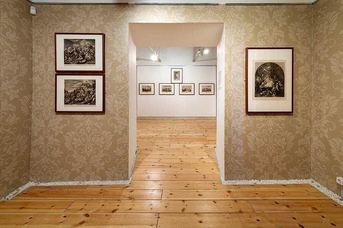 Del Paseo del Prado a la reproducción de las Colecciones Reales, la muestra analiza el arte de la Ilustración a través de más de sesenta estampas del siglo XVIII.