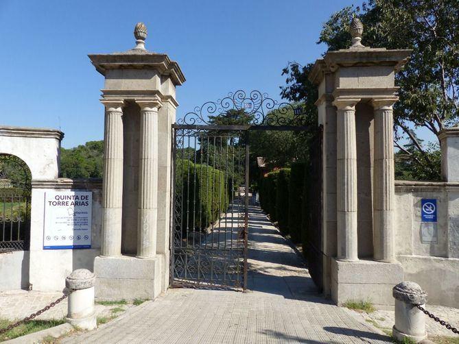 Entrada a la Quinta de Torre Arias.