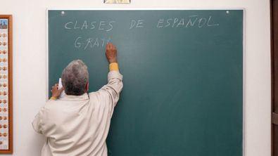 Se busca profesor para nuevo colegio