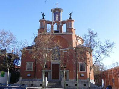 La fachada de la iglesia de San Agustín, en el distrito de Chamartín.