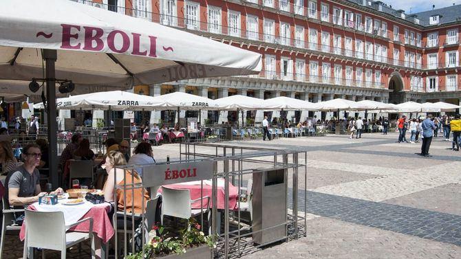 Nueva y unificada imagen para la Plaza Mayor de Madrid, que estrenaba esta semana las nuevas terrazas de sus 20 establecimientos.
