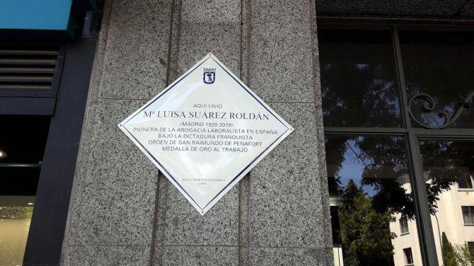 Placa en homenaje a la vecina de Chamartín, María Luisa.