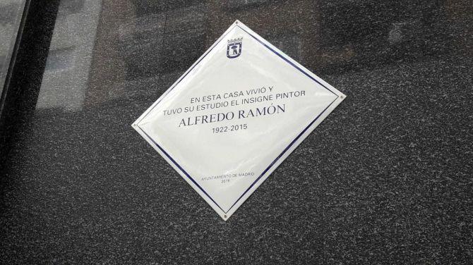 La placa al artistas plástico Alfredo Ramón.