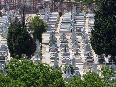 De visita por el mayor cementerio de Europa Occidental