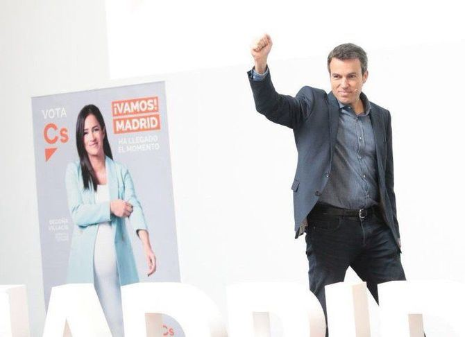 Santiago Saura, nuevo concejal de Retiro y Hortaleza, en una imagen de la reciente campaña electoral.