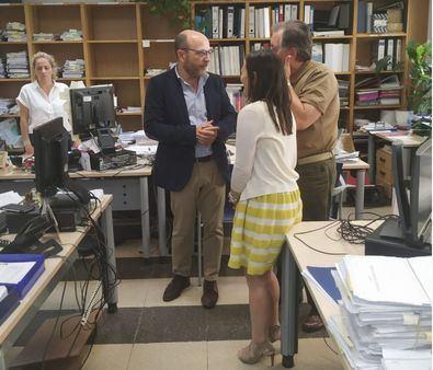 Lo primero que ha querido hacer José Fernández como concejal del distrito de Salamanca ha sido visitar a los funcionarios y trabajadores de la Junta.