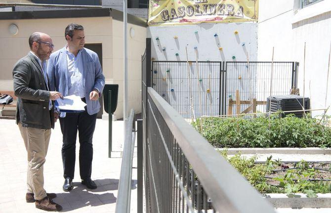 El concejal José Fernández, acompañado por el diputado regional Jorge Rodrigo, visitó La Gasolinera.