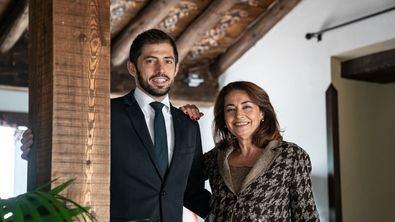 César Martín, responsable de Casa Elena, junto a su madre, Ana Cedilla.