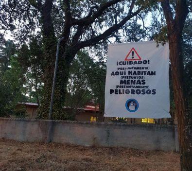 Malestar ante la pancarta contra los 'menas' de Hortaleza