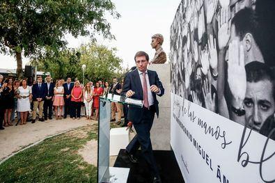 El alcalde anunció un monumento a las víctimas del terrorismo en Colón.
