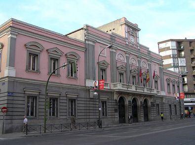 Fachada de la Junta de Distrito de Tetuán.
