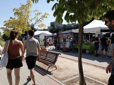 Casetas de entidades ciudadanas en la Feria de Asociaciones de Hortaleza