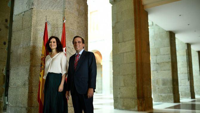 Isabel Martínez Ayuso y José Luis Martínez-Almeida hablaron de una 'nueva etapa' para la relación entre Comunidad y Ayuntamiento de Madrid.