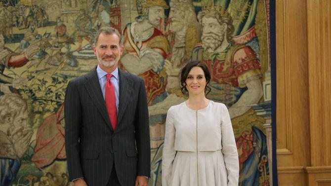 La presidenta trasladó 'las preocupaciones' de los madrileños a Felipe VI.