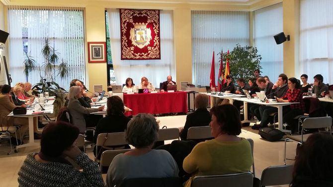 Imagen de archivo de un Pleno de la Junta de Hortaleza, con los vocales vecinos al fondo. En este mandato se pasará de 25 a 30.