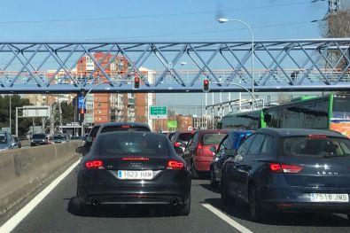 Más Madrid presenta un recurso contra el 'apagón' de los semáforos de la A5